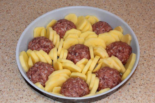 Запеканка из сырого картофеля с фаршем в духовке рецепт фото с сыром