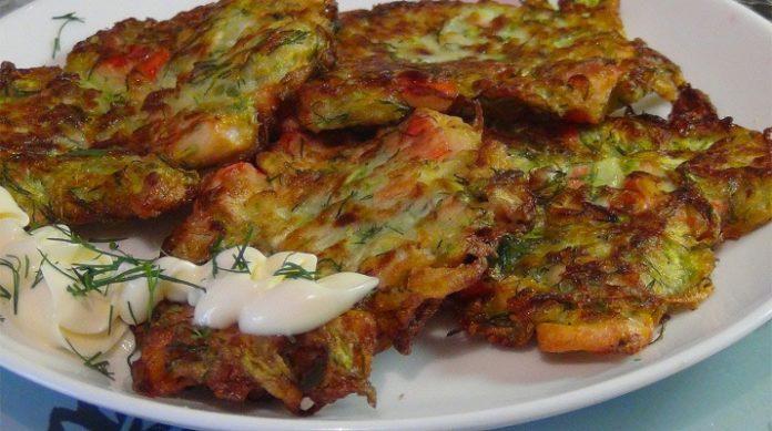 В летний сезон хочу предложить вам приготовить самые вкусные оладушки из кабачков с сыром